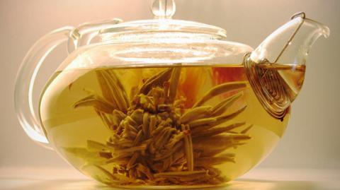 Вчені застерігають: чаювання призводить до недоумства