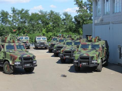 Україна прийняла на озброєння новий бронеавтомобіль (ВІДЕО)