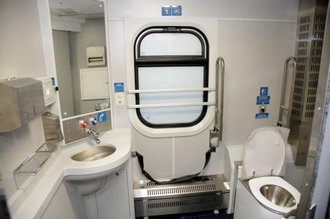 """""""Розкішні послуги"""": """"УЗ"""" планує закупити туалети вартістю 1 млн гривень"""