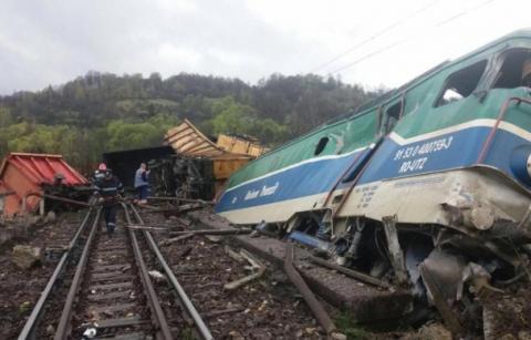 Смертельна аварія: у Румунії потяг злетів з рейок (ФОТО)