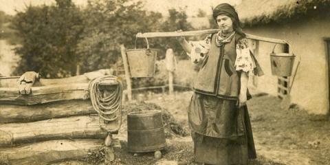Краса по-українськи: як одягалися українські жінки 100 років тому (ФОТО)