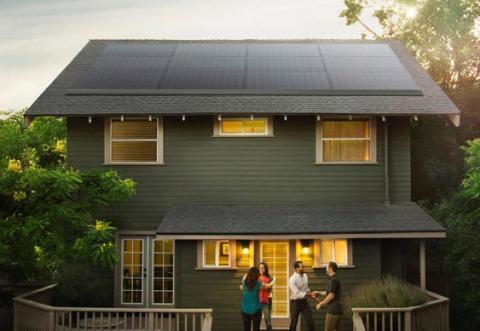 Tesla представила тонкі сонячні панелі для будинків