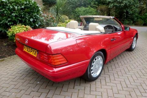 Справжній раритет: як виглядає родстер Mercedes, яким 20 років не користувались (ФОТО)