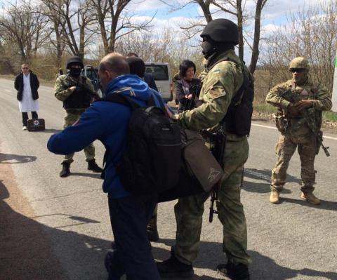 """Терористи """"ДНР"""" передали Україні 14 полонених (ФОТО)"""