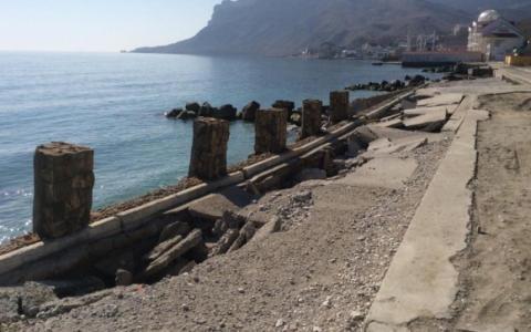 Всюди руїни: в мережі показали, на що перетворили набережні Криму (ФОТО)