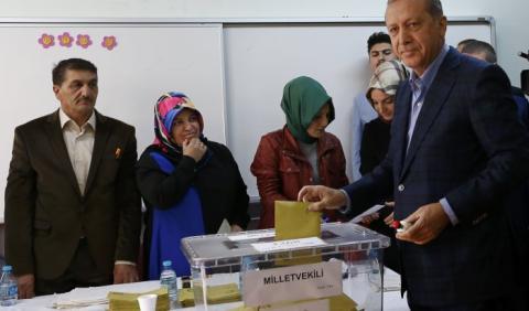Демократія в Туреччині - на волосині, огляд преси