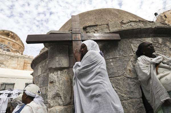 Як зустрічають Великдень в різних країнах світу (ФОТО)