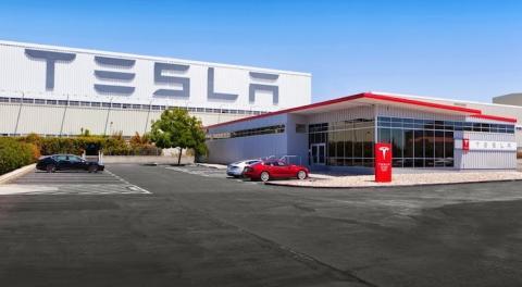 На заводі Tesla стався витік хімікатів