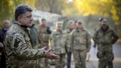 Похибка у 20 тисяч багнетів. Чому генерал Назаров публічно спростовує слова Порошенка