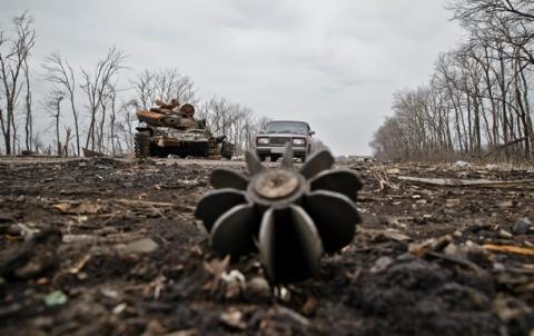 Мінометні обстріли, бронетехніка та снайпери: ситуація у зоні АТО