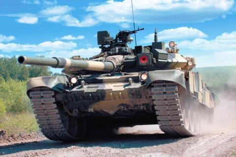РФ застосовувала потужний бойовик танк Т-90 на Донбасі (ВІДЕО)