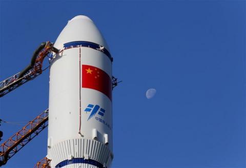 """Китайці відправили на орбіту першу космічну """"вантажівку"""""""
