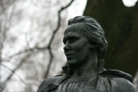 У Києві обікрали могилу легендарної української поетеси