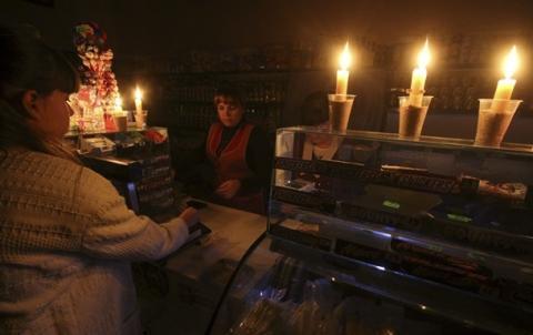 Україна розпочинає повну економічну і енергетичну блокаду Донбасу