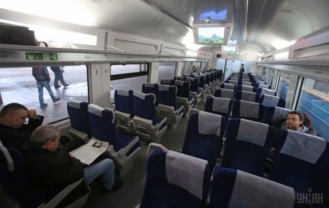 """В """"Укрзалізниці"""" розповіли, коли подорожчають квитки на потяги"""