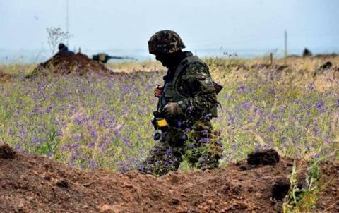 Терористи продовжують обстрілювати сили АТО. Українська армія знову зазнала втрат