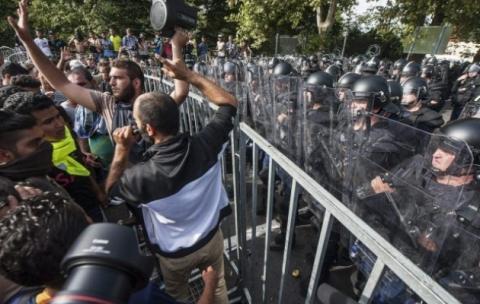 Угорщина добудувала другий паркан проти мігрантів на кордоні з Сербією