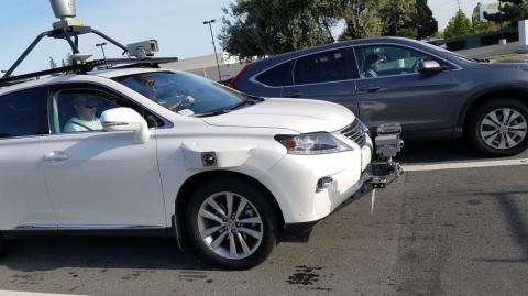 Корпорація Apple почала тестувати беспілотні автівки (ФОТО)