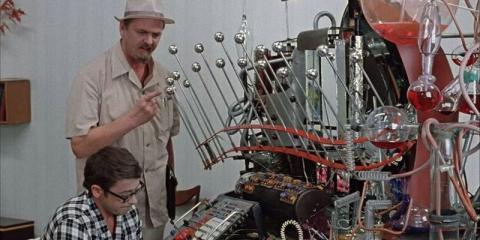 Вчені математично довели можливість створення машини часу