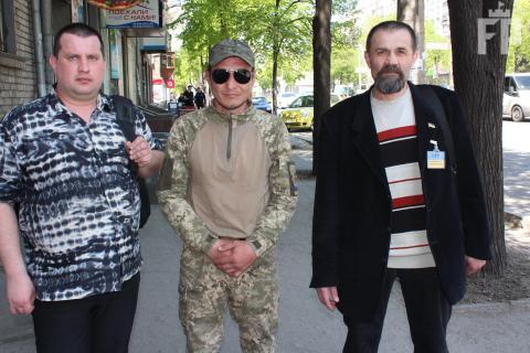 """Ветерани АТО вимагають знесення агітаційних палаток """"Опозиційного блоку"""" (ФОТО)"""