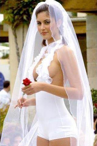 Найдивніші весільні сукні, які шокують вас (ФОТО)