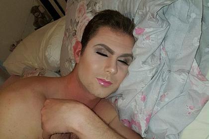 Британка зробила макіяж сплячому коханому (ФОТО)