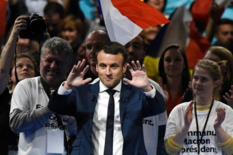 Лідер президентських перегонів в Франції заявив про можливість виходу з ЄС