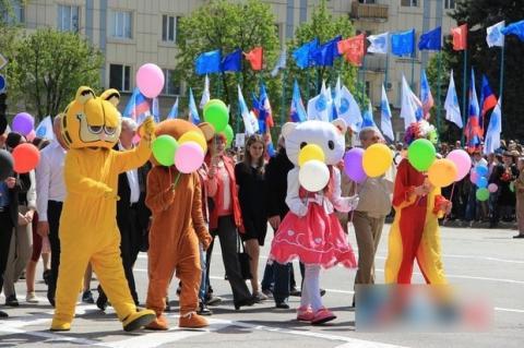 """Як відсвяткували перше травневе свято у """"ЛНР"""" (ФОТО)"""