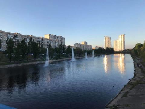 У столиці України запрацювали Русанівські фонтани (ФОТО)