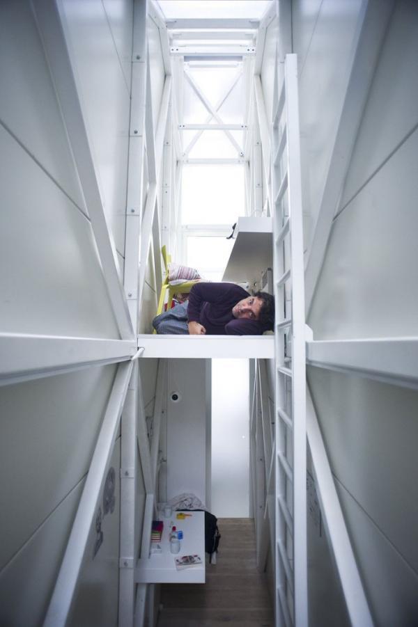 Фотограф показав як, живеться в найвужчому будинку в світі (ФОТО)