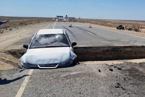 Казахстан: в ямі 80-го рівня сталася автомобільна аварія (ВІДЕО)