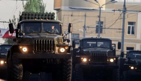 Фотографи показали, як окупований Донецьк готується до Дня перемоги (ФОТО)