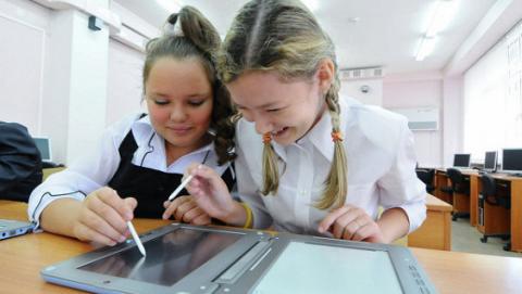 Вчені знайшли зв'язок між планшетами і відставанням розвитку мови у дітей