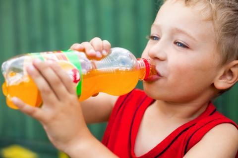 Вчені назвали дешеву газовану воду однією з головних загроз для людства