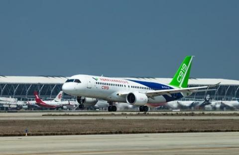 У Китаї здійснив перший політ конкурент Airbus і Boeing