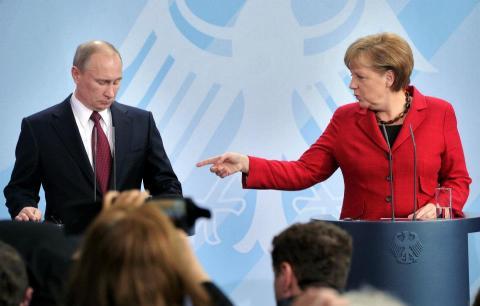 Канцлер Німеччини про подвійну стратегію щодо Росії