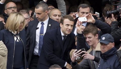 Макрон випереджає Ле Пен на виборах президента Франції