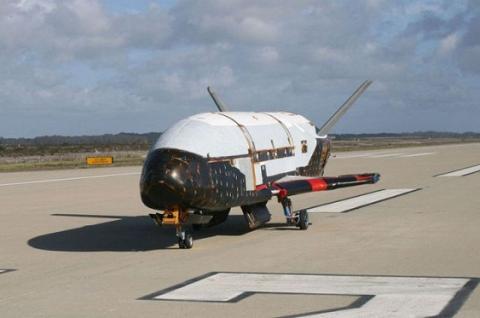 Секретний літак ВПС США повернувся на Землю після 700 днів в космосі