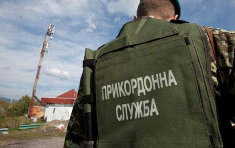Українські прикордонники автоматними чергами зупинили контрабандистів