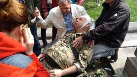 Сутички на 9 травня: у Дніпрі жорстко побили ветеранів АТО (ВІДЕО)