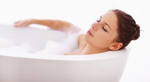 """Вчені розповіли про """"омолоджуючий ефект"""" гарячої ванни"""