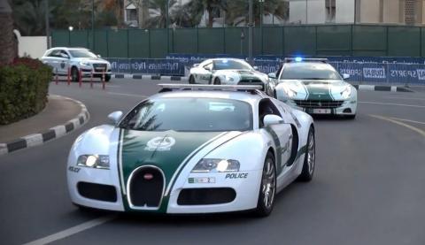 Поліція ОАЕ нагородила акуратних водіїв золотими машинками