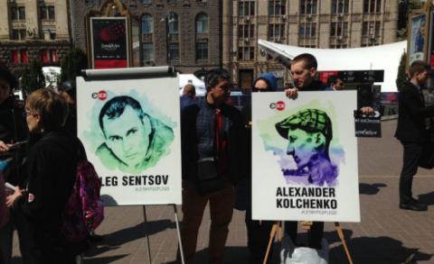 У центрі Києва проходить акція на підтримку Олега Сенцова (ВІДЕО)