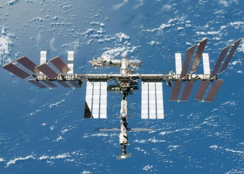 Невідомий об'єкт наблизився до Міжнародної космічної станції (ФОТО)