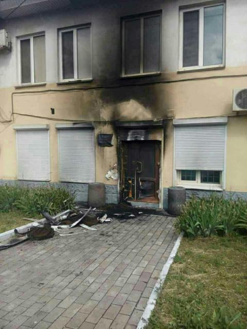 В Дніпропетровській області невідомі підпалили офіси «Опозиційного блоку» (ФОТО)