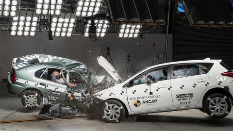 На тестах лобами зіштовхнули стару і нову Toyota Corolla