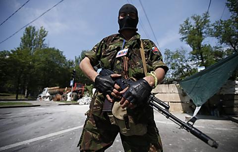 """Колишній в'язень зізнався, що бойовики використовують їх як """"гарматне м'ясо""""(ВІДЕО)"""