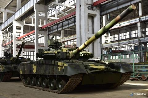 """В """"Укроборонпромі"""" презентували сучасні """"летючі"""" танки (ВІДЕО)"""
