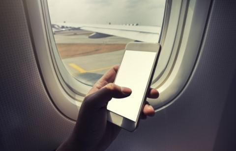 Влада США запропонувала заборонити вивезення електроніки на борту літака