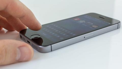 Споживачі визнали iPhone SE кращим смартфоном на ринку